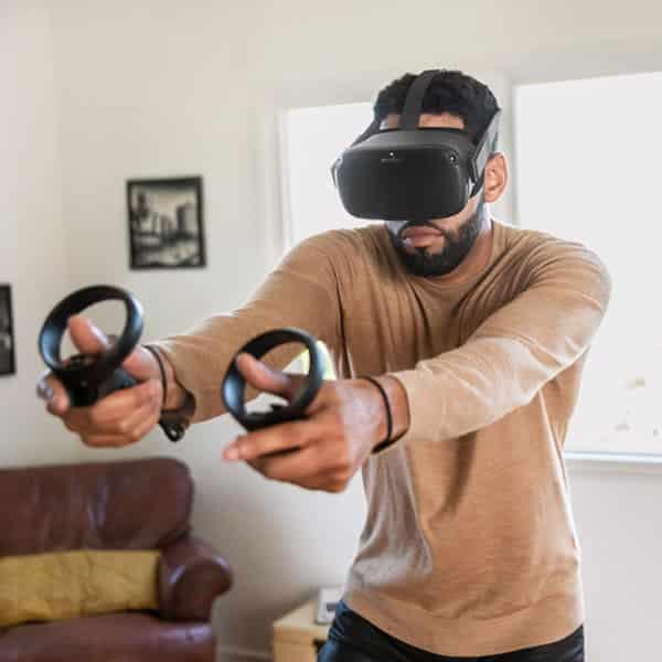 Homme joue oculus quest